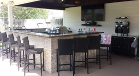 Large Outdoor Kitchen and Bar